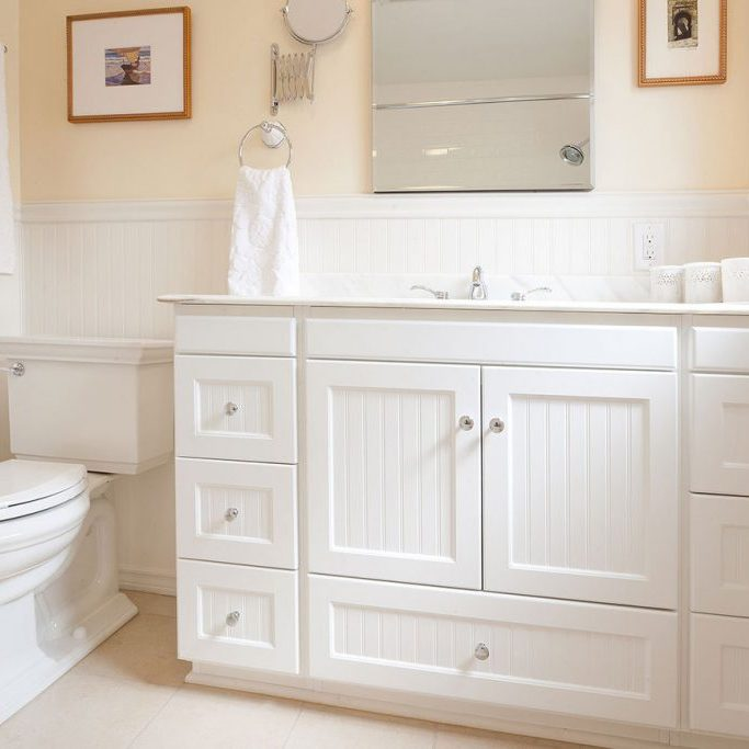 vintage-bathroom-design-white-vanity-toilet_feature (1)